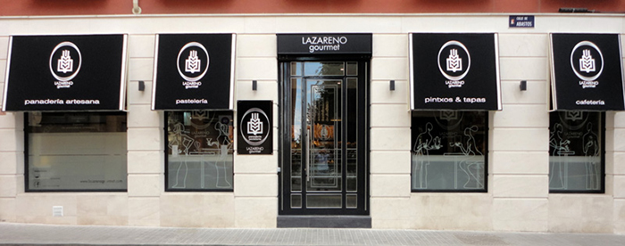 Fotos. Proyecto decoración fachada Lazareno Gourmet.