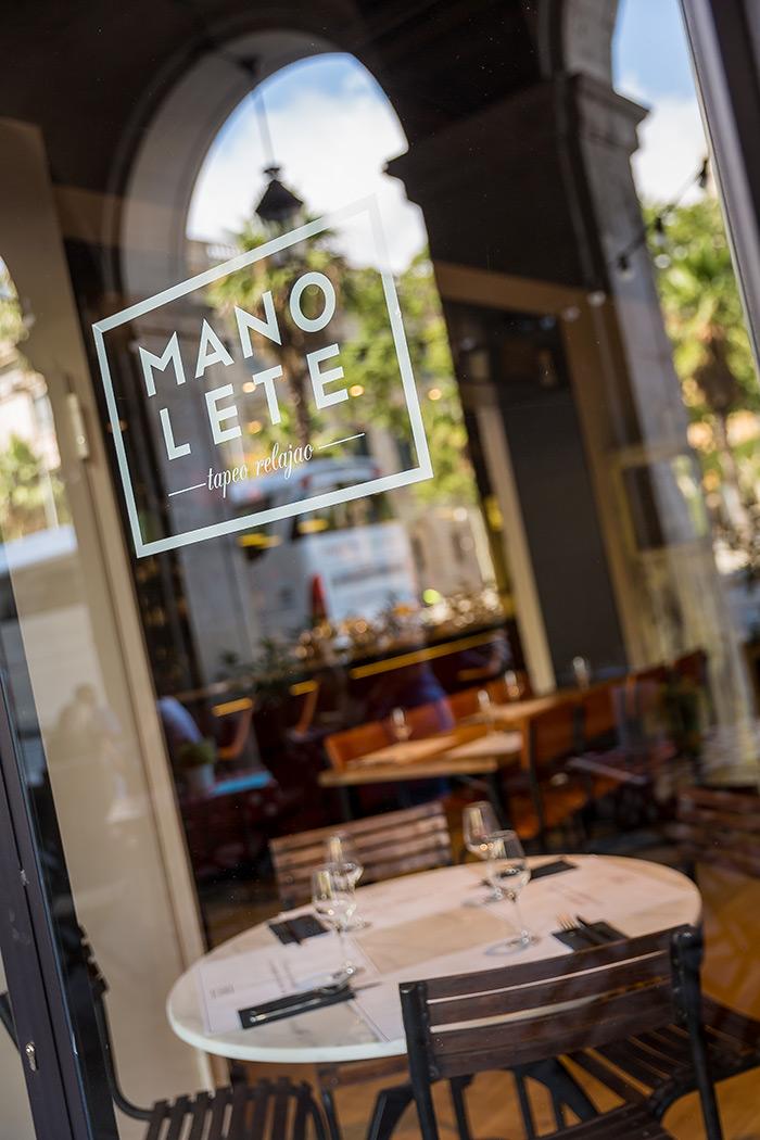 Fotos. Sillas terraza en restaurante Manolete.