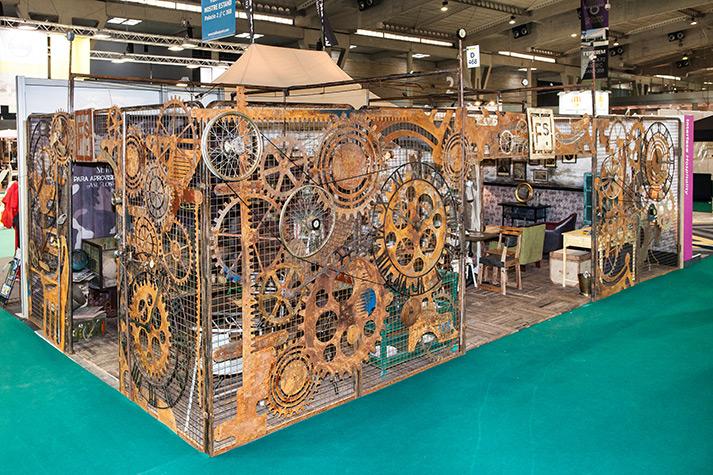 Imágenes de Mobiliario vintage y equipamiento comercial.