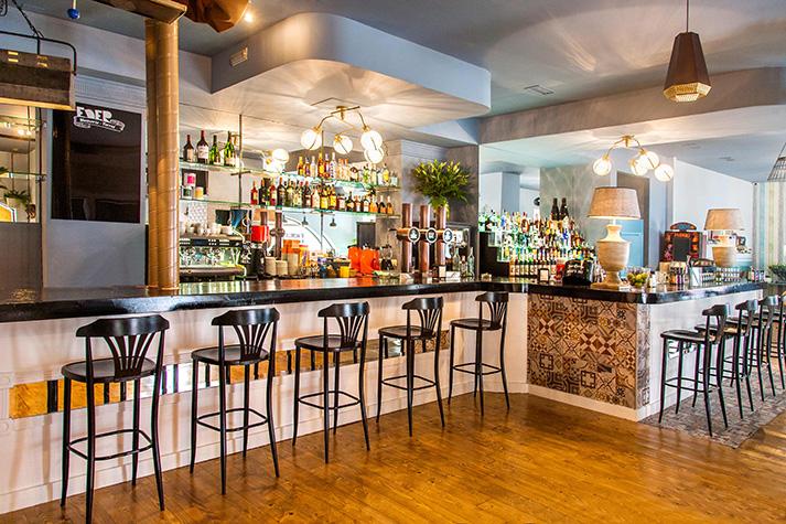 Proyectos. Barras de bar en el diseño de espacios de hamburgueserías.