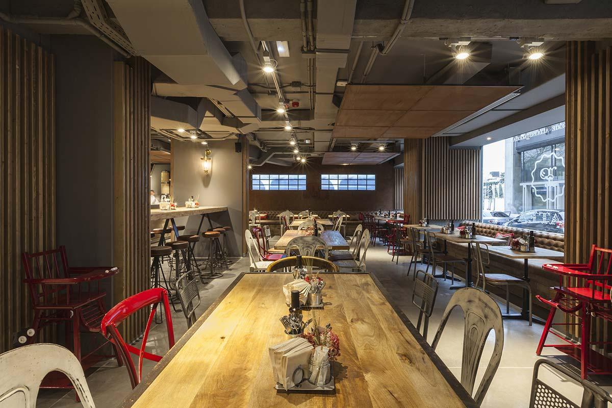 Imágenes del proyecto de estilo industrial en pastelerías Mamá Framboise.