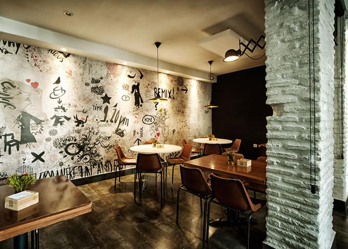 Imagen del mobiliario vintage Francisco Segarra en Plato Plató restaurante.