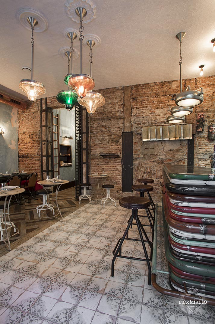 Mexkisito. Decoración restaurante industrial decadente. Maria Barrero by Francisco Segarra.