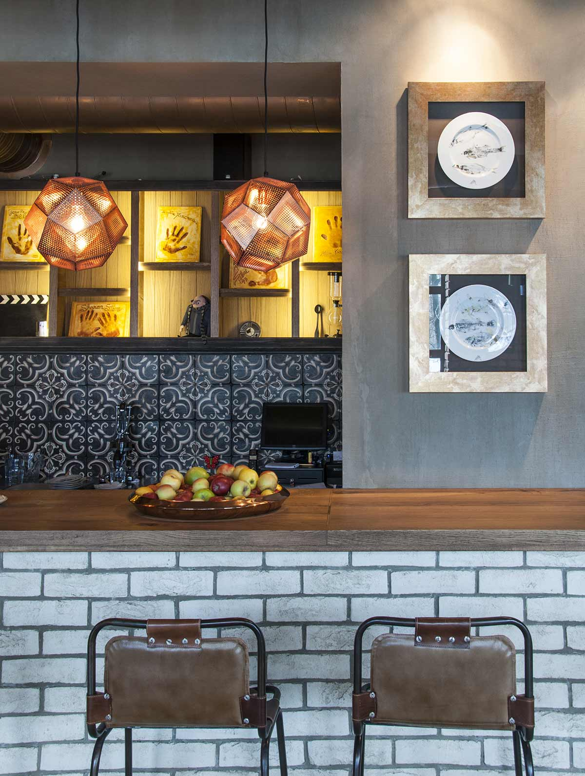 Decoraci n de restaurantes de est tica loft con muebles fs for Decoracion para pared en hierro