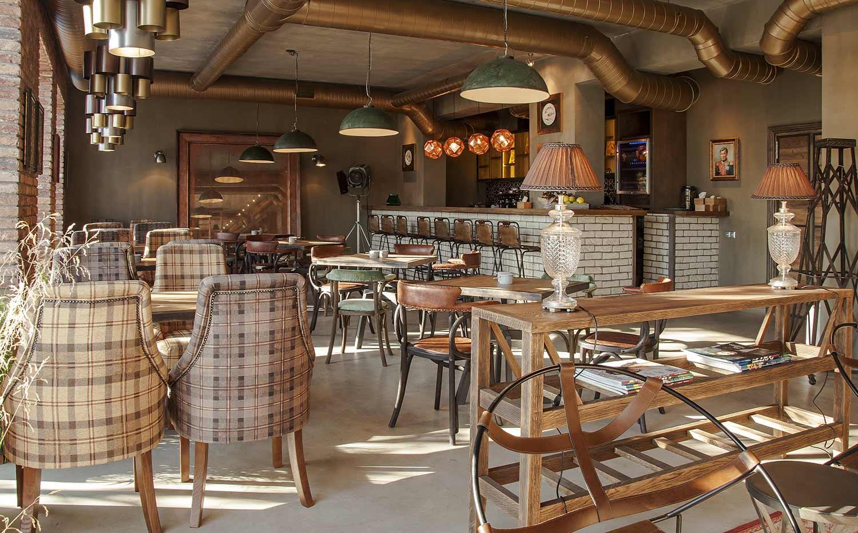 Decoración de restaurantes con muebles estilo industrial.