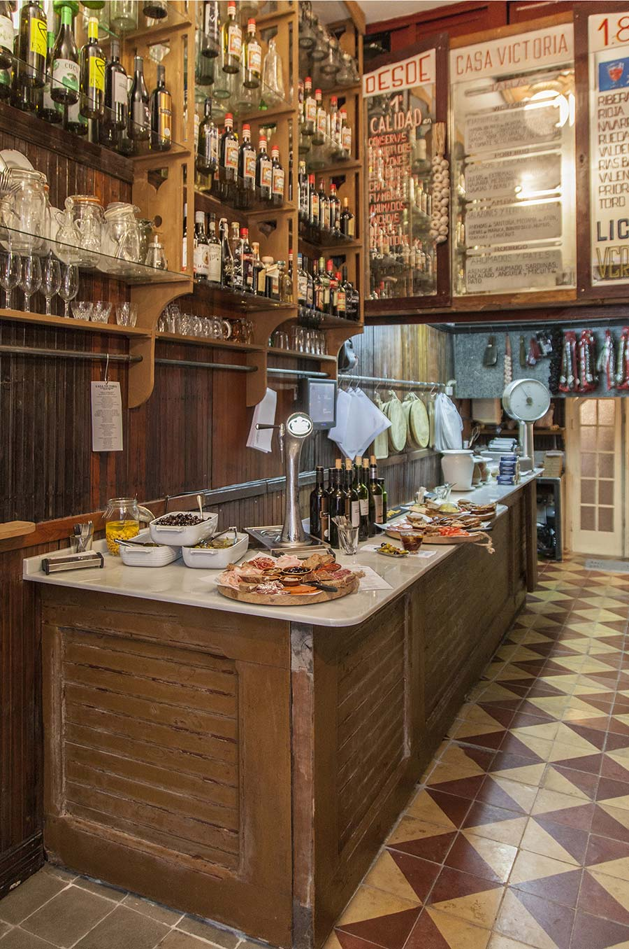 Diseño interior bar de tapas Valencia.