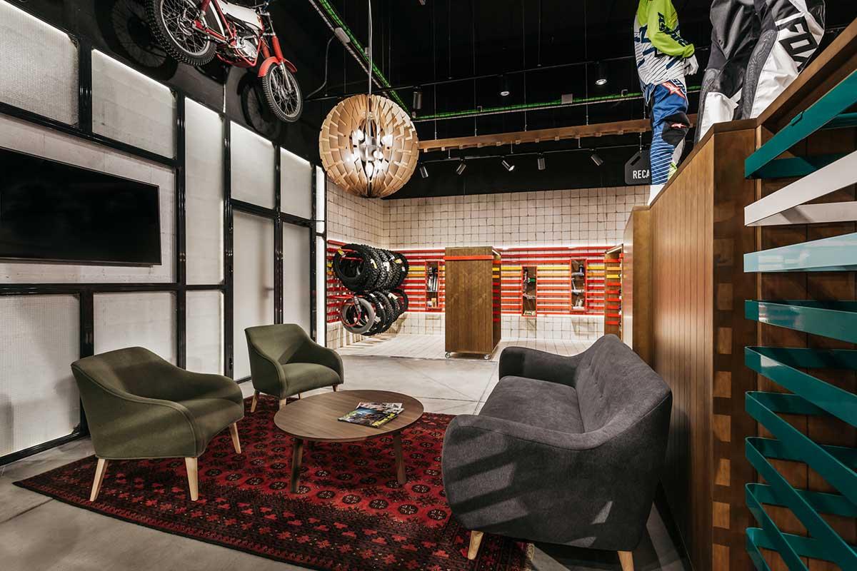 Moremoto, proyecto de interiorismo retail de referencia para amantes de las motos.