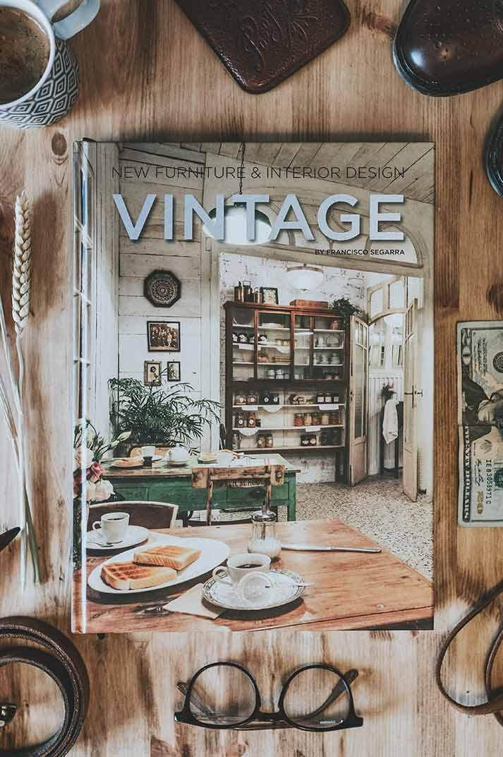 Libros sobre interiorismo, decoración, diseño y muebles vintage.