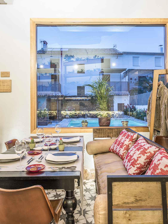 Mobiliario para restaurante de firma Francisco Segarra.