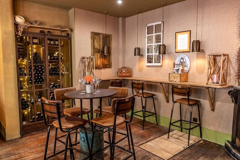 Mobiliario vintage Francisco Segarra para restaurante.
