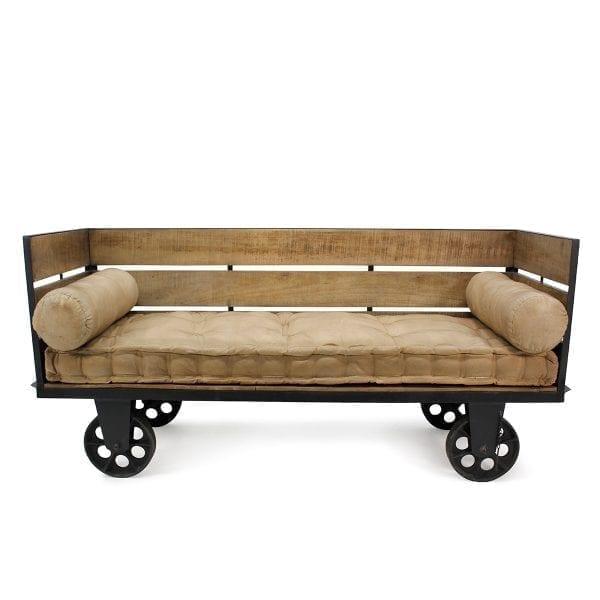 Inma. Sofá moderno de estilo industrial en madera, hierro y yute