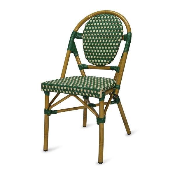 Chaise de bar en rotin de couleur verte.
