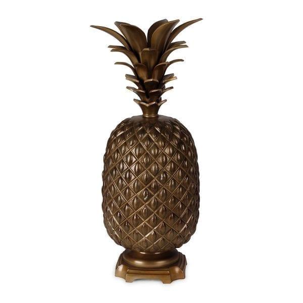 Lámpara de mesa con forma de piña.