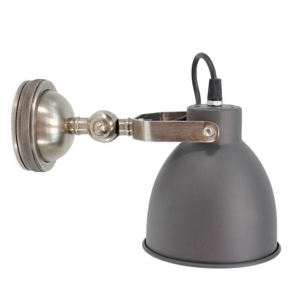 Lámparas y apliques de pared en aluminio o latón.