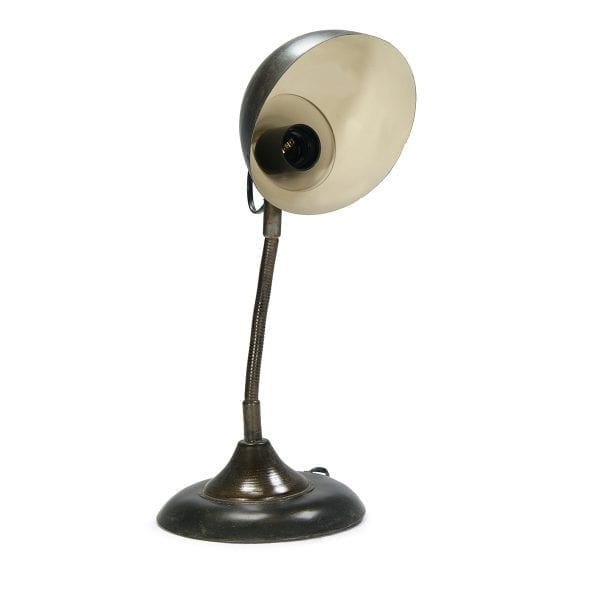 Photo.Lampe d'architecte industrielle.