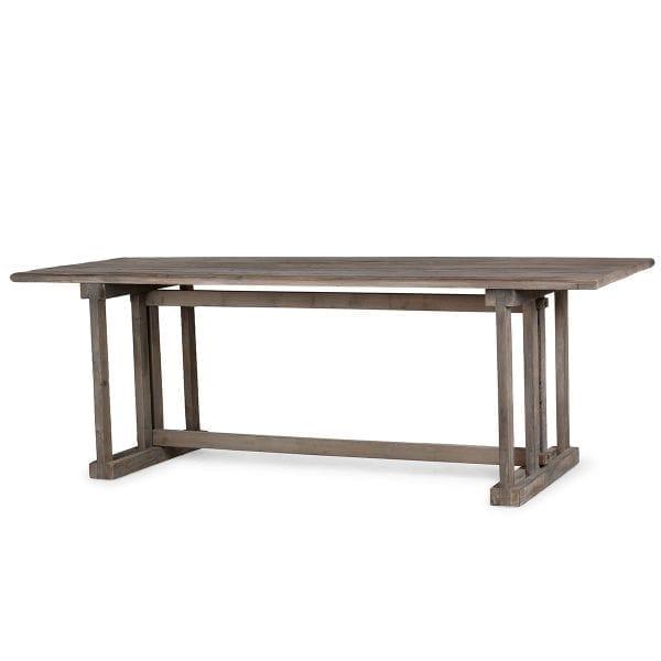 Mesas para 8 comensales.