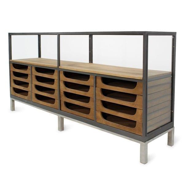 Muebles para tiendas de ropa en madera y cristal.