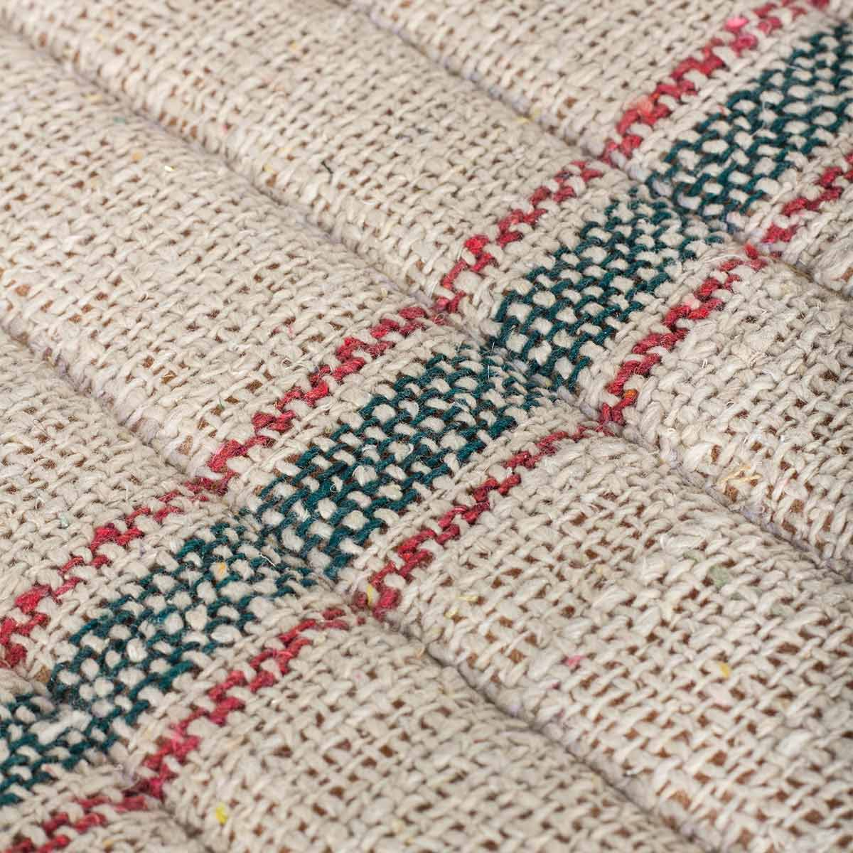 Sillas tapizadas de estilo vintage.