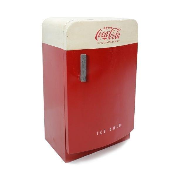 Nevera Coca-Cola decorativa para interiorismo comercial.