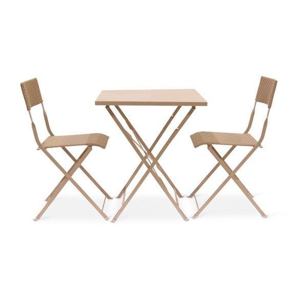 Photo.Ensemble chaises et table pour hôtellerie.
