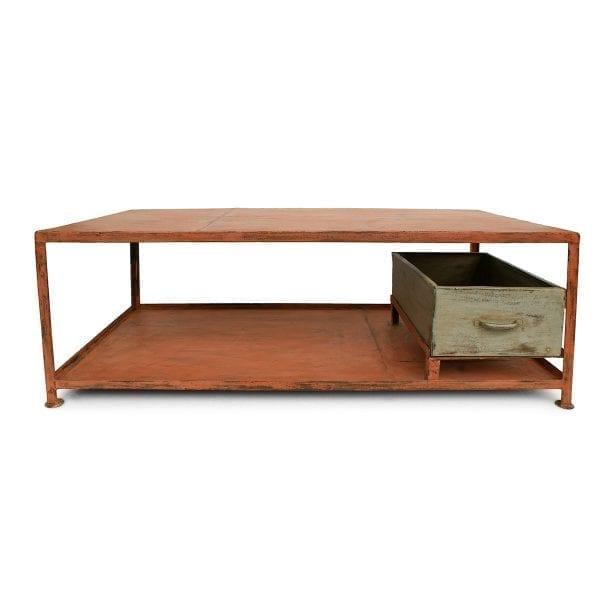 Foto de la mesa Enack naranja de Francisco Segarra para interiorismo comercial.