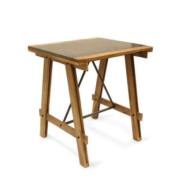 Mesa robusta ideal para 2 comensales.