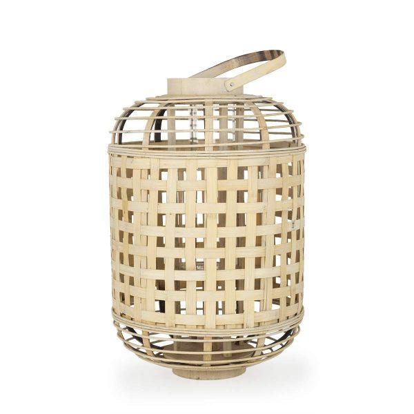 Portavelas y lámparas de bambú.