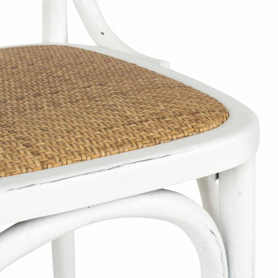 Detalle silla Dalia en madera blanca.
