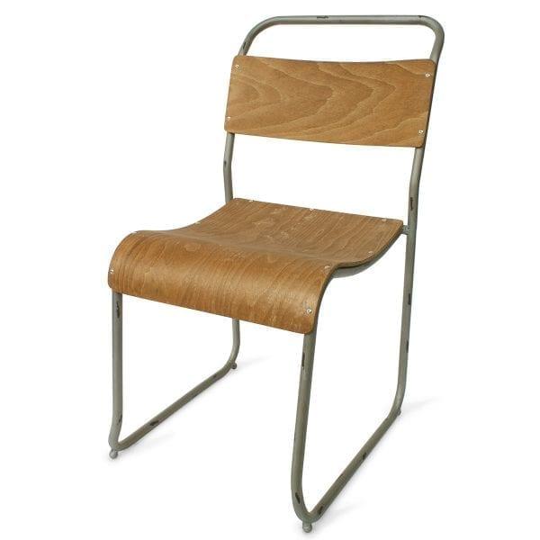 Foto de las sillas para bar robustas Preston en tono plata.
