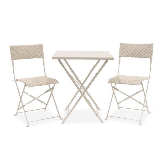 Tables et chaises pour cafétéria.