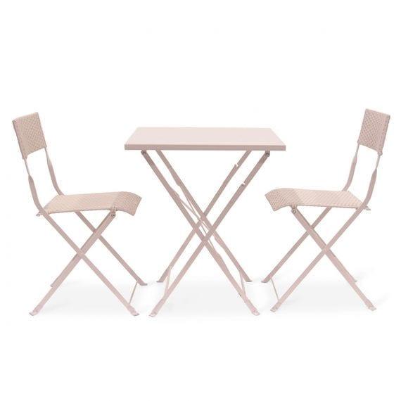 Ensemble de tables et chaises pliables.