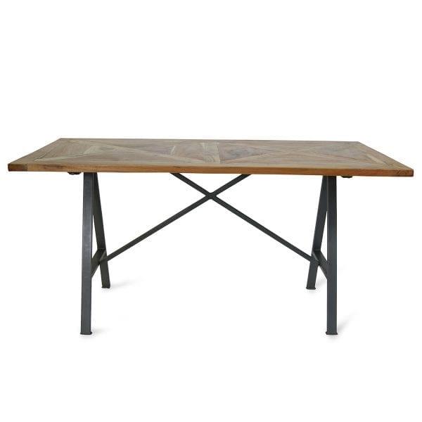 Tables pour bar rectangulaires en bois.