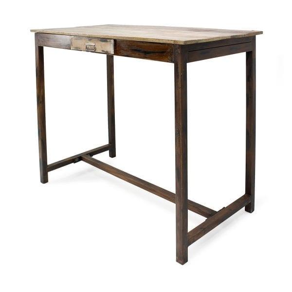 Tables hautes en bois pour hôtellerie.