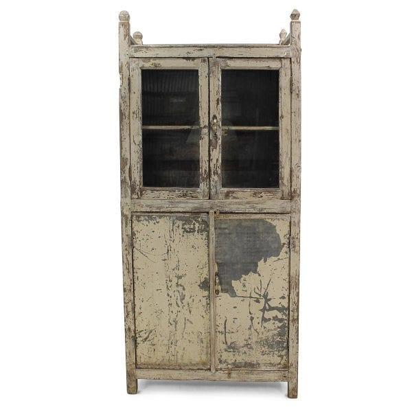 Alacena antigua en madera para decoración vintage.