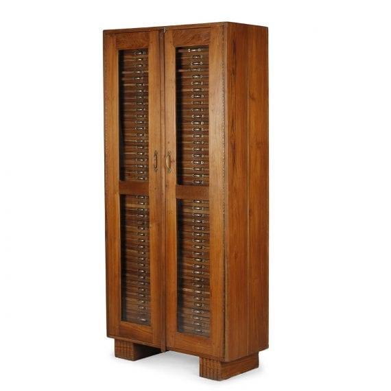 Ancien meuble de métier à tiroirs.