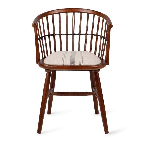 Chaise de restaurant fabriquée en bois.