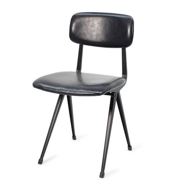 Chaise de restaurant en cuir style vintage et nordique.