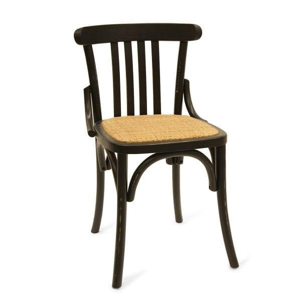 Photo. Chaise en bois pour les bars.