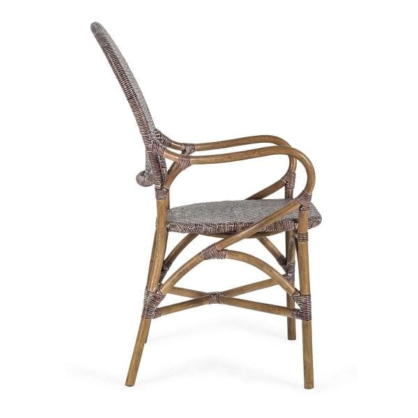 Chaise pour bistrot en rotin tressé.