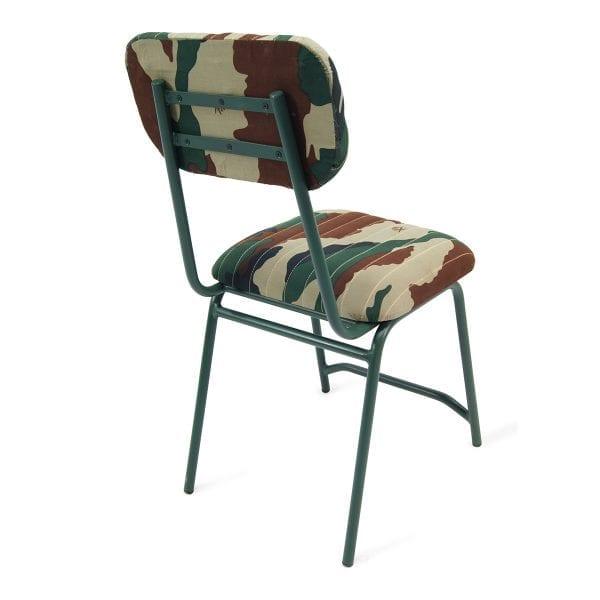 Chaises militaires duan pour magasins.