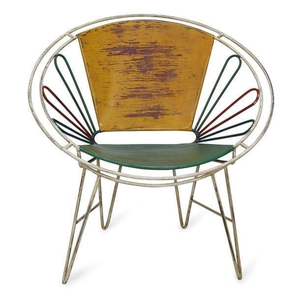 Chaises de style rétro pour espaces professionnels.