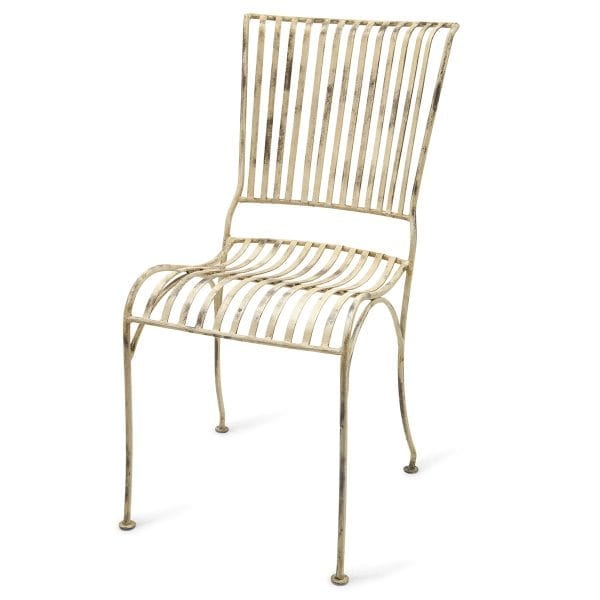 Chaises Rio blanches pour restaurants ou bars.