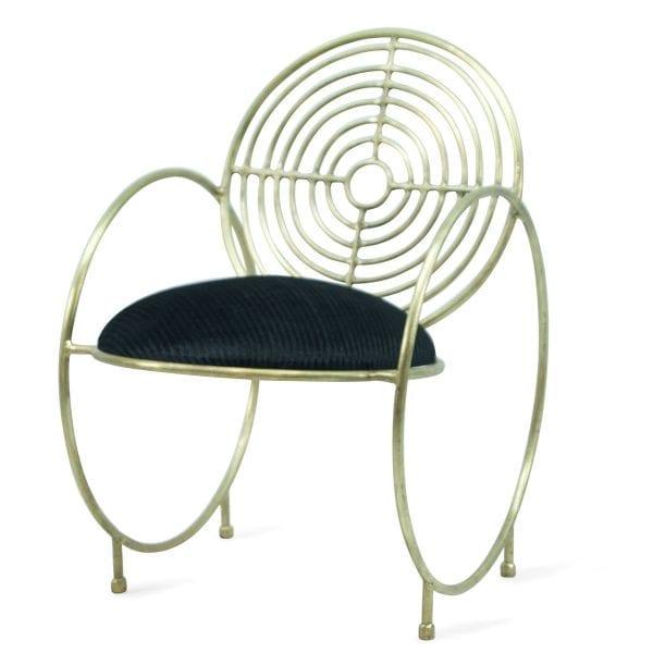 Chaises Valentina dorées pour le secteur de la restauration.