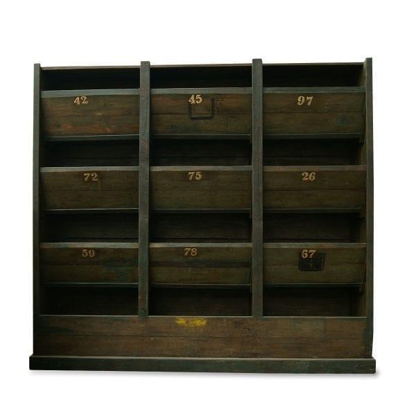 Imagen de la estantería de madera Olivia de la firma Francisco Segarra.