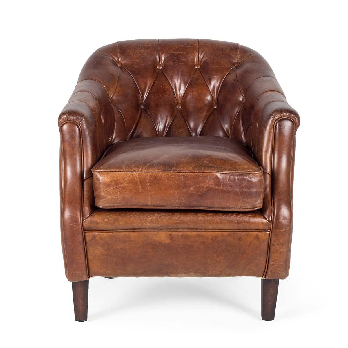 fauteuil de style anglais en cuir capitonn. Black Bedroom Furniture Sets. Home Design Ideas