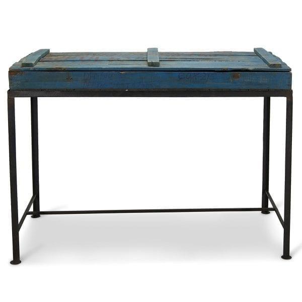 Imagen de la mesa expositora antigua.