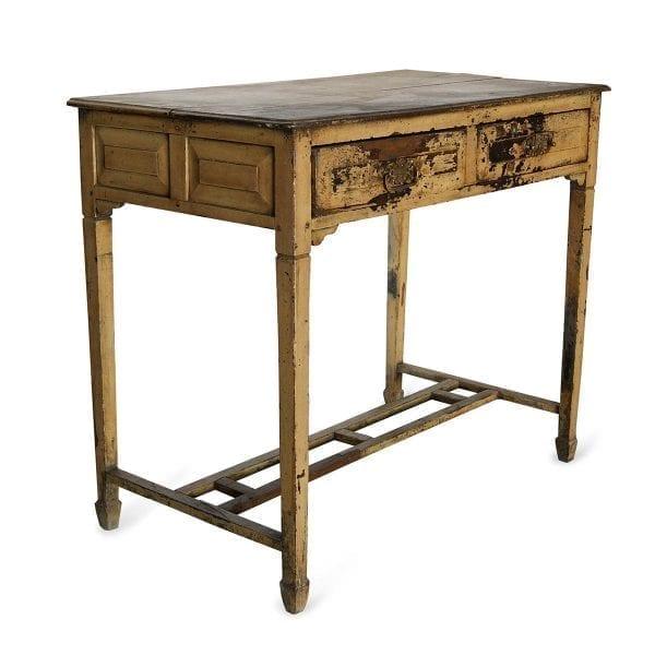 Imagen de la mesa antigua de tipo recibidor tono amarillo de la firma Francisco Segarra.