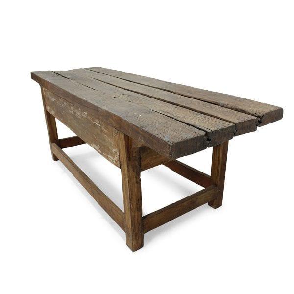 Mesas vintage en madera para interiorismo comercial.