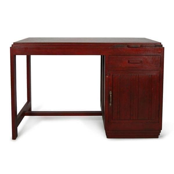 Imagen de las mesas antiguas de tipo oficina.