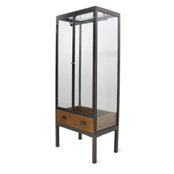 Meuble vitrine pour magasin en bois de mangue et en métal.
